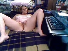 Watch mature slut having fun at computer. Amateur